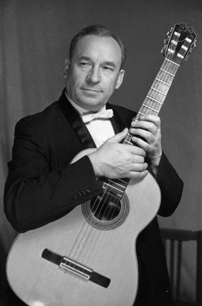 советский гитарист Александр Иванов-Крамской