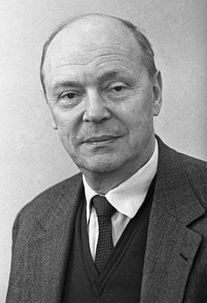 Советский поэт Михаил Вольпин