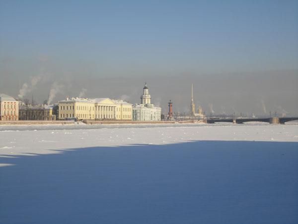 Река Нева и Васильевский остров зимой. Фото В. Пятинина